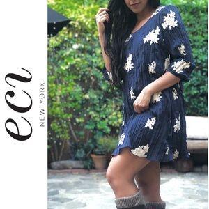 ECI NY Navy & Ivory Floral Crinkle Shift Dress NWT